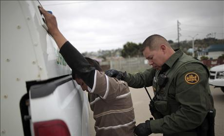 Border patrol agent catches illegal immigrant crossing into US.