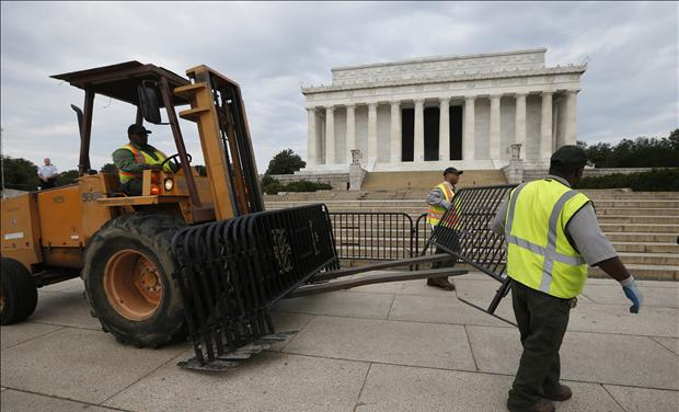 The World War II Memorial Shutdown: A Symbol of Government Malice RTR3FH0U